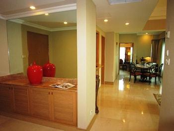Shangri-La Apartments - Guestroom View  - #0