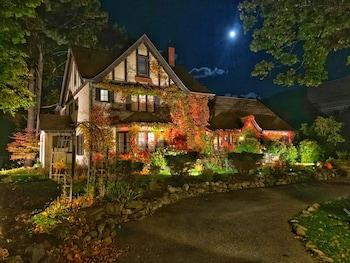 Ivy Manor Inn-Village Center