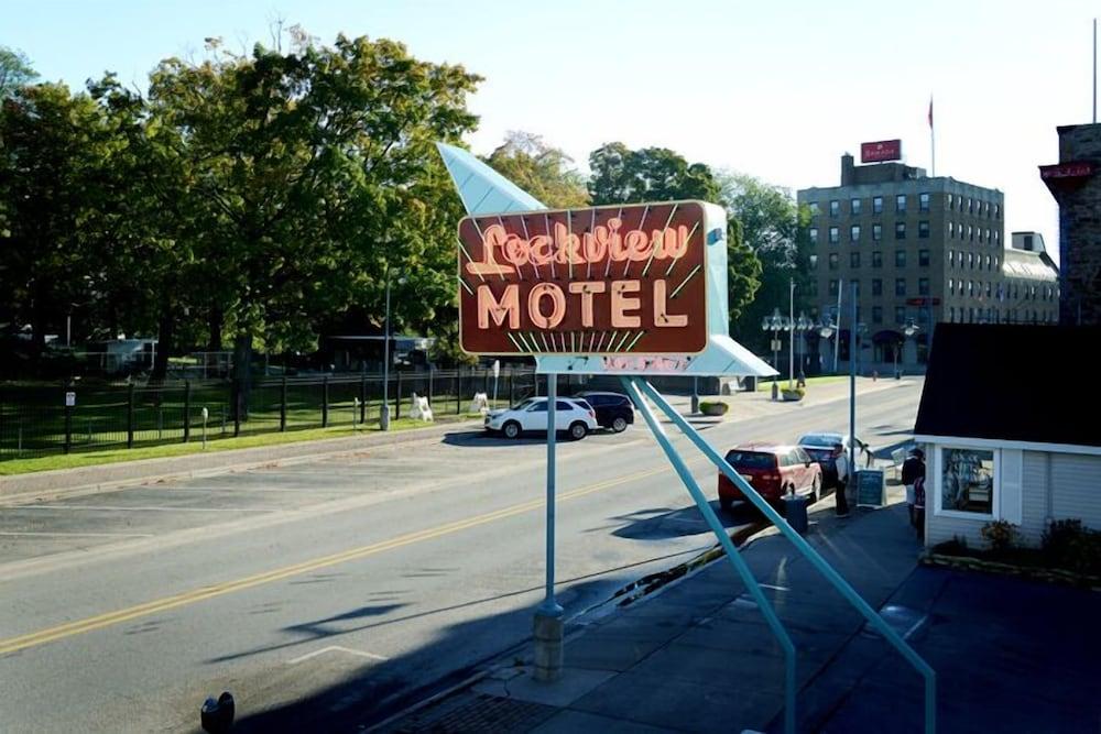 adoba® hotel Lockview