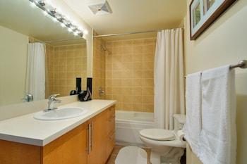 Le 1009 Bleury Apartments by CorporateStays - Bathroom  - #0