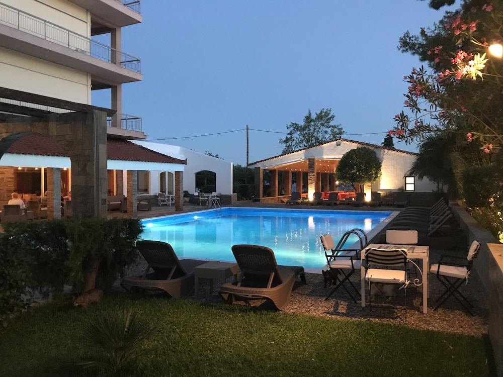 Stefania Beach Hotel