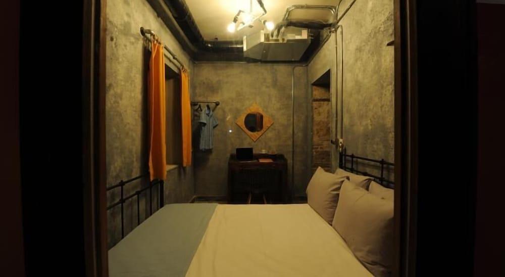 Role Street Hostel