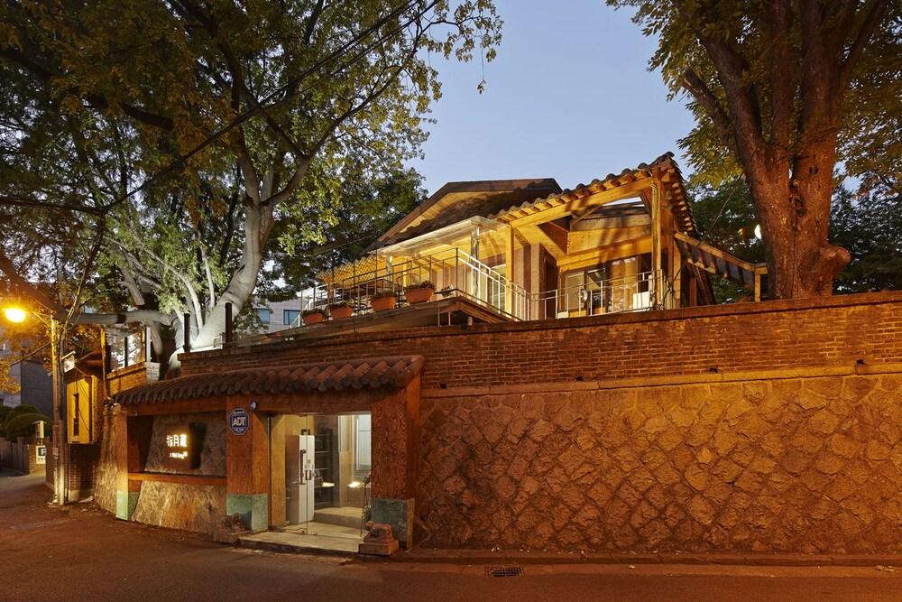 Jiwoljang Guest House