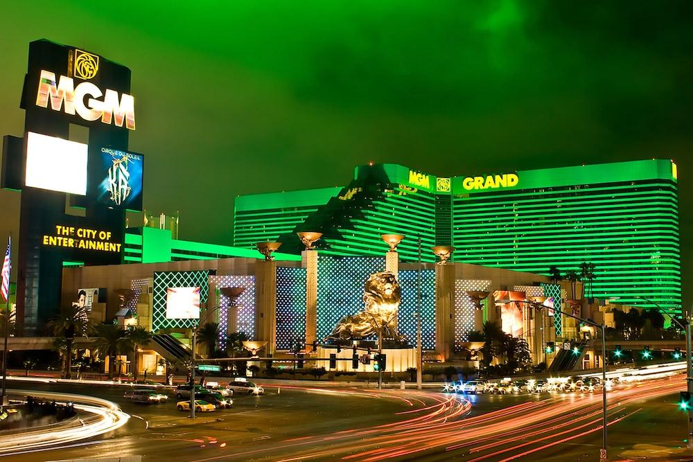 888 One Bedroom Balcony Suite At Signature Condo Hotel Las Vegas Price Address Reviews