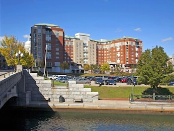 Family Friendly Hotels Near Mccoy Stadium Pawtucket Rhode Island