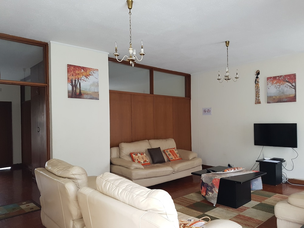 Lolos Elegant Three Bedroom Apartment