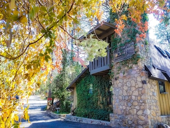 BEAR CREEK MOTEL AND CABINS in Silver City, New Mexico