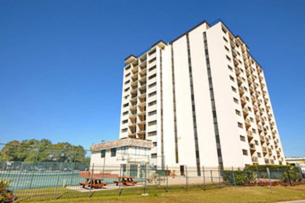 Holiday Towers by Elliott Beach Rentals