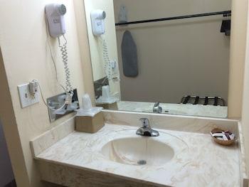 Regal Motel in Las Vegas, New Mexico - Bathroom  - #0