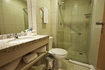 Comfort Hotel & Suites Natal - Bathroom  - #0