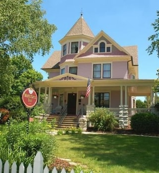 White Lace Inn in Sturgeon Bay, Wisconsin