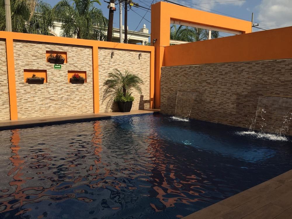 Hotel Grand Reyes