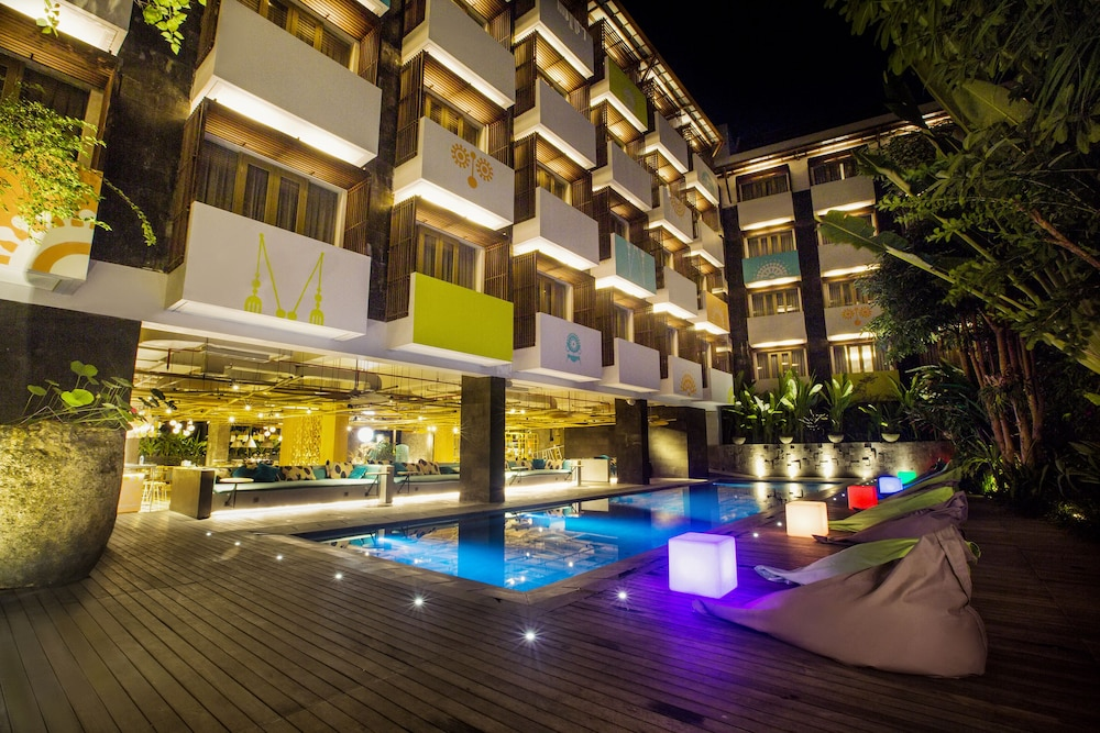 10 best hotels in seminyak best places to stay in bali for Best hotels in seminyak