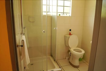 Qhwigaba Guest Lodge - Bathroom  - #0