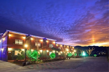 Top Class Pension - Hotel Front - Evening/Night  - #0