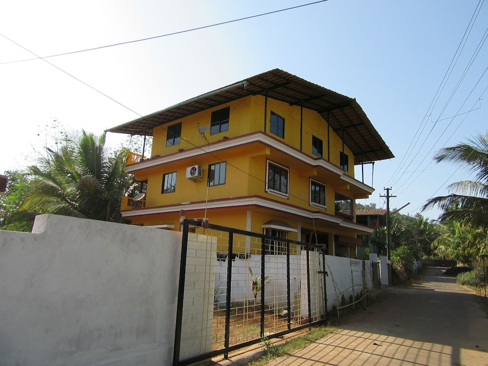 Mandrem Beach Guest House Goa