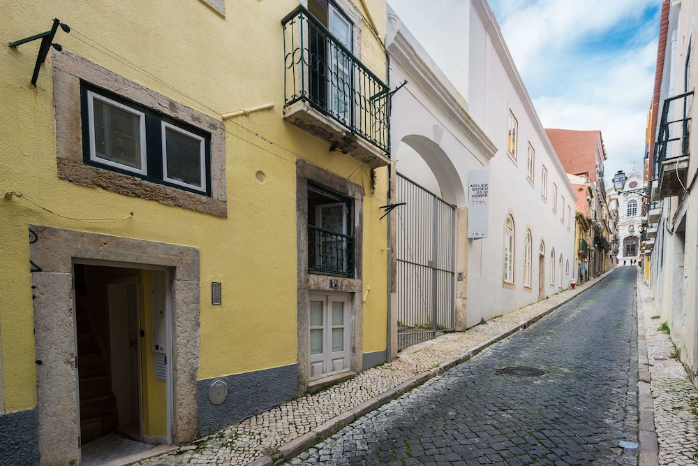 Lisbon Low Cost Apartments