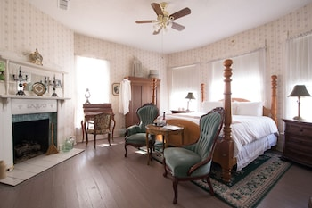 Munzesheimer Manor B&B in Tyler, Texas