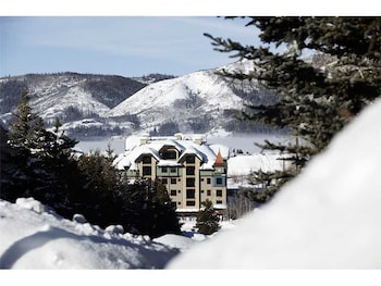 Highmark Steamboat Springs - HM5B by RedAwning