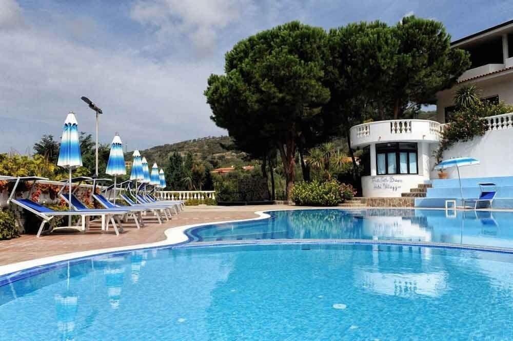 Villaggio Hotel Pineta Petto Bianco