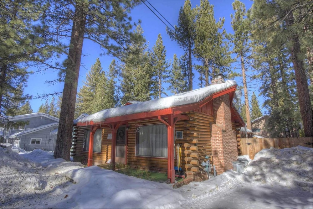 Adorable Tahoe Cabin Perfect Family Choice by RedAwning
