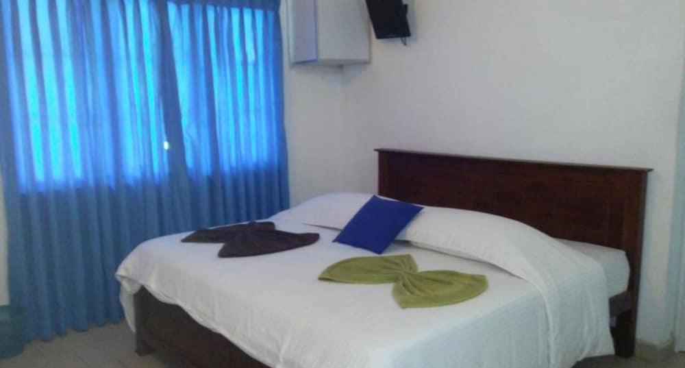 Vista Negombo Blue Villa