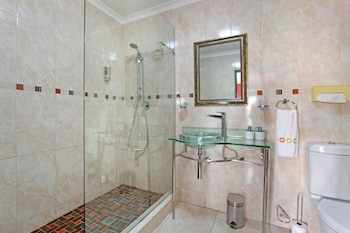 40 Winks Guest House Green Point Cape Town - Bathroom  - #0