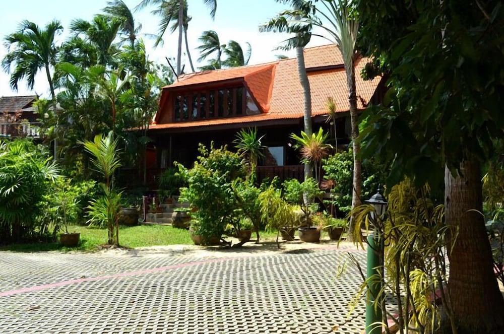 Green Coconut Village B1