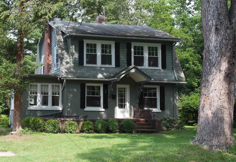 Enchanted Cottage on Glen - Entire House Rental