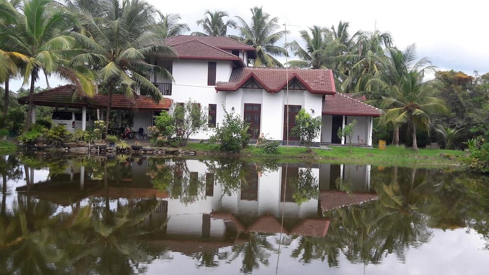 Hotel Lagoonvilla