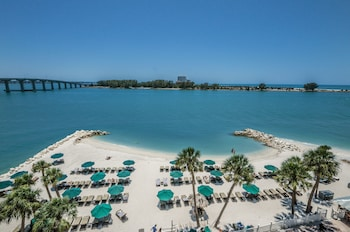 DreamView Beachfront Hotel & Resort in Clearwater Beach, Florida