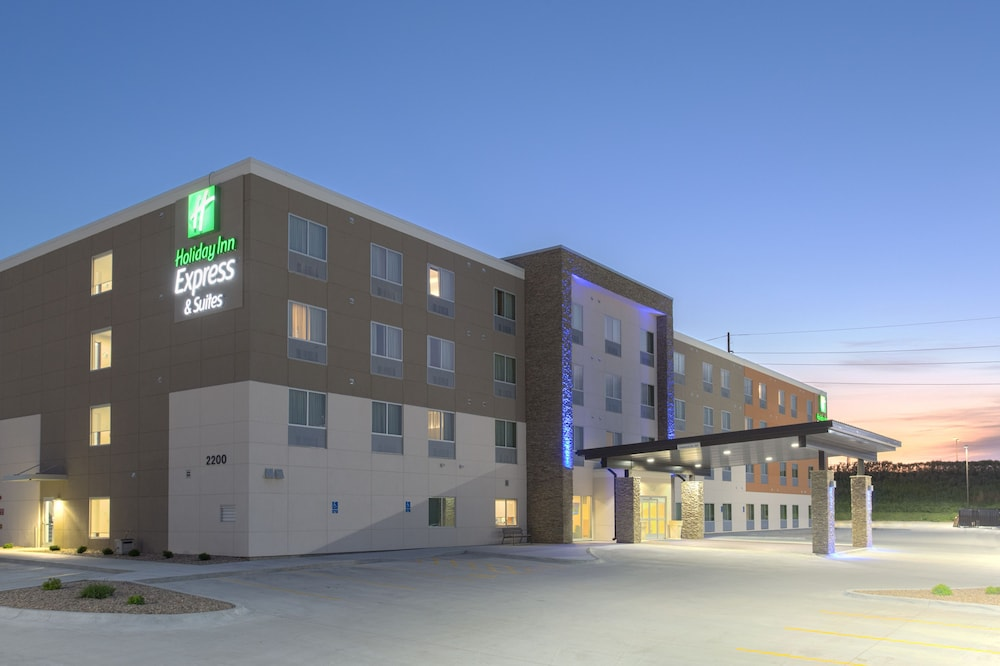 Holiday Inn Express and Suites Lincoln I - 80