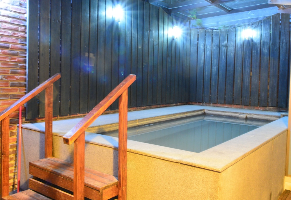 House One One Hot Spring