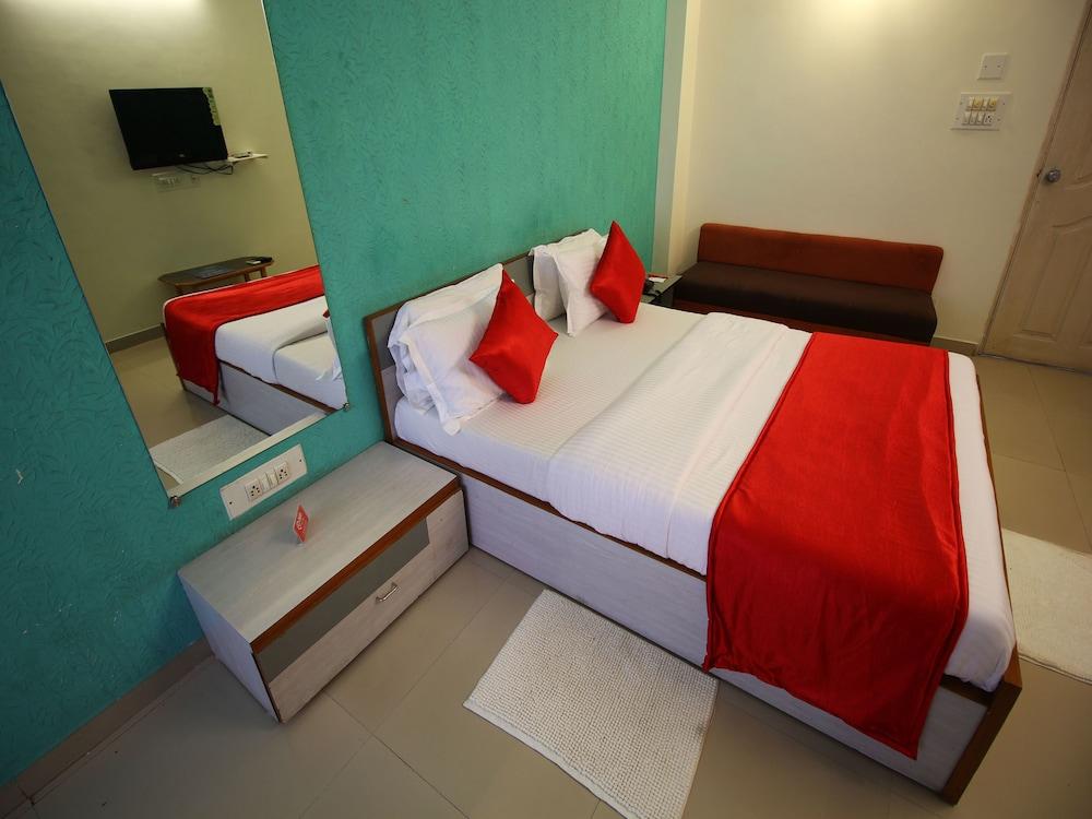 OYO Rooms Thaltej SG Highway 2