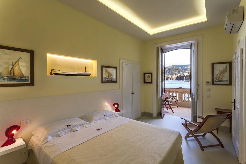 Yacht Club Capo Cervo Suites