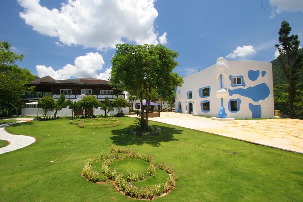 Mike Allan Resort