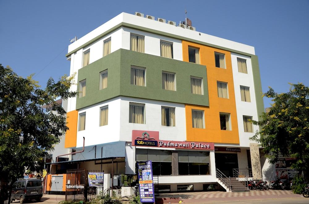 FabHotel Padmavati Palace Mansarovar
