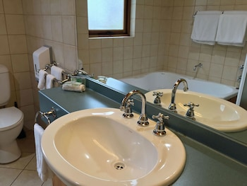 Coonawarra Units - Bathroom  - #0