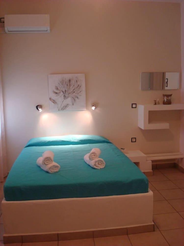Smaragdi Rooms