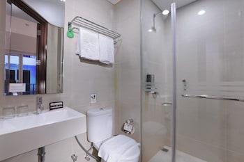 Fame Hotel Sunset Road Kuta - Bathroom  - #0