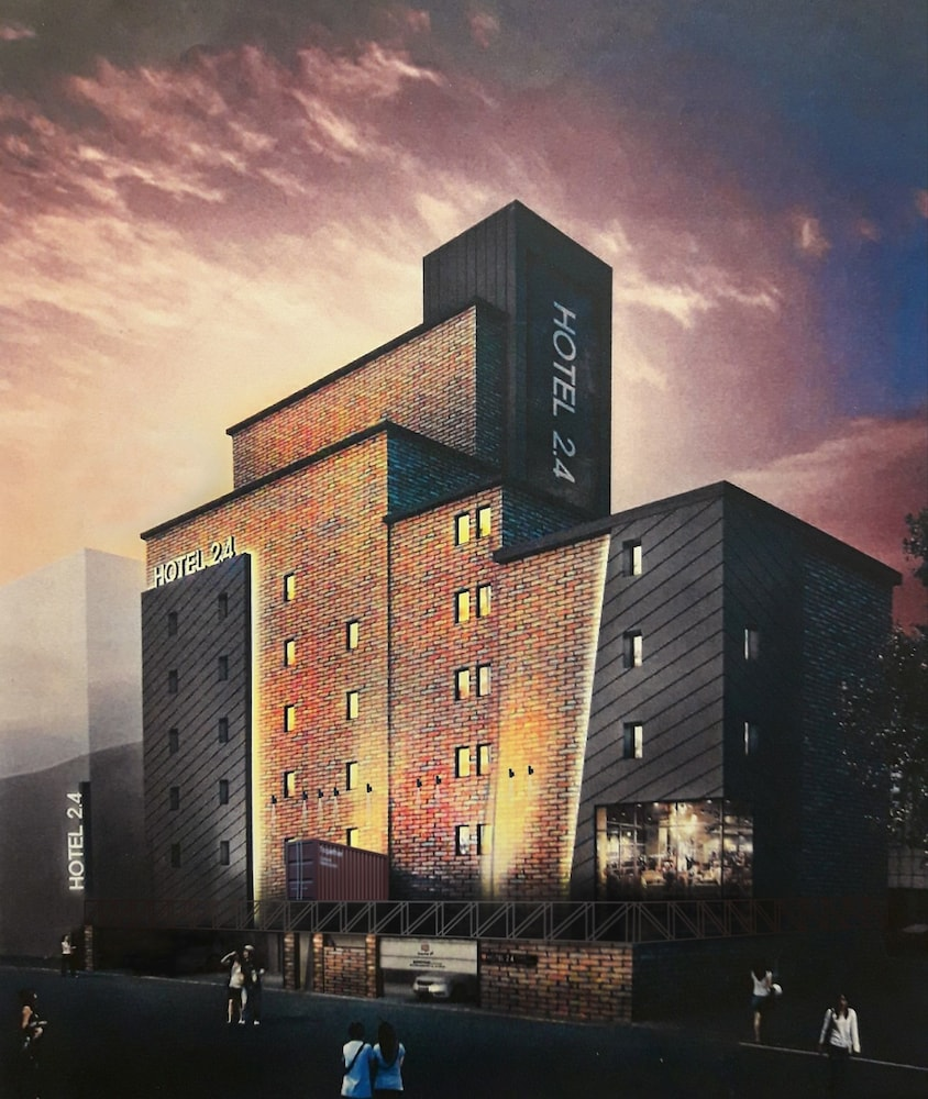 Hotel 2.4