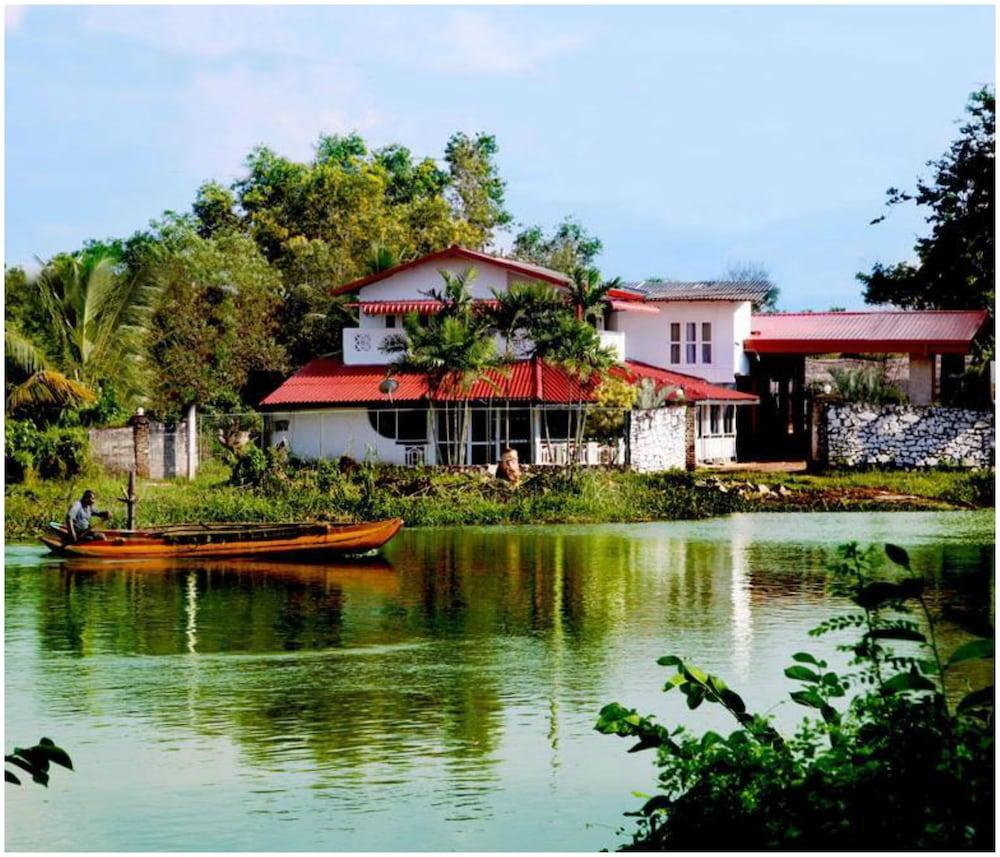 River Side Hotel Katunayake