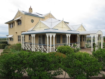 Grovely House Bed & Breakfast - Hotel Front  - #0