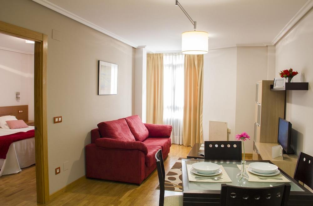 Apartamentos Cean Bermudez