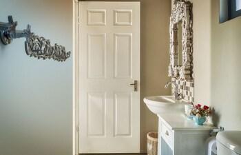 Lola's Luxury Self Catering Accommodation - Bathroom  - #0