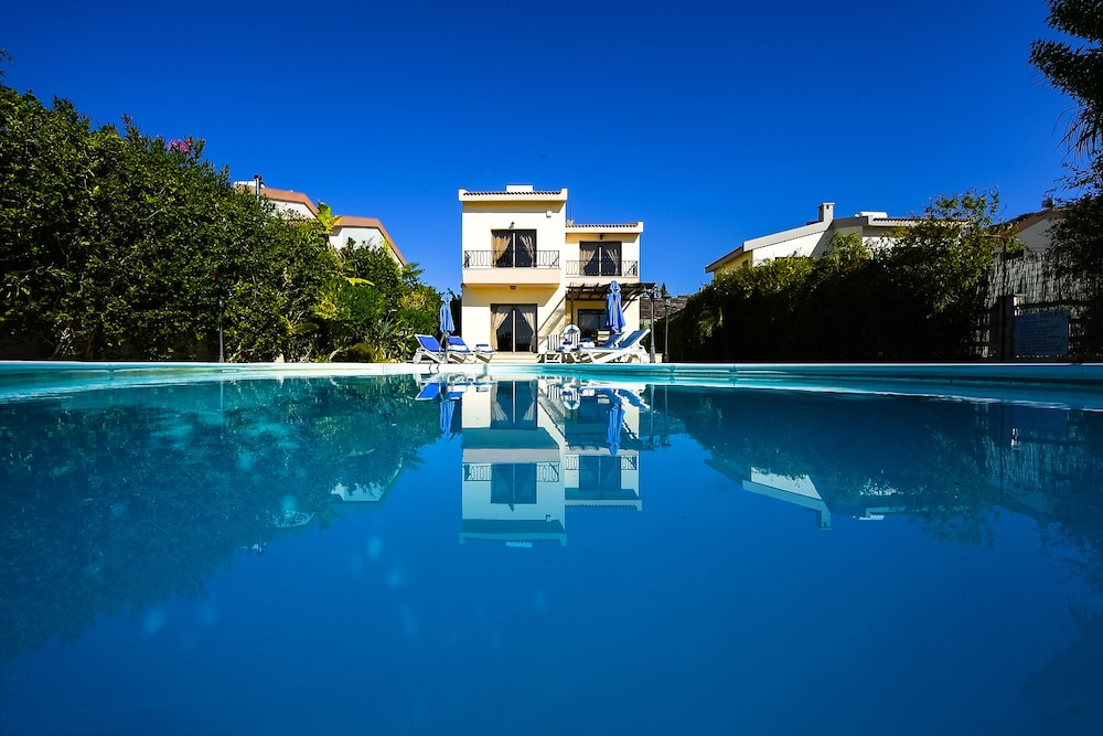 Vineland Holiday Villas