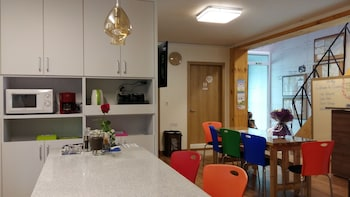 Cozzzy Guest House - Hostel - In-Room Kitchenette  - #0