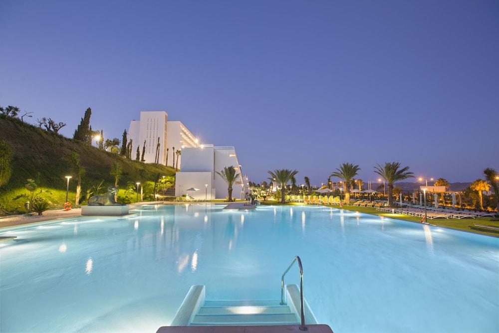 Grand Luxor Hotel + Entradas a Terra Mítica