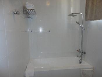 Tenack Beach Resort & Hotel - Bathroom Shower  - #0