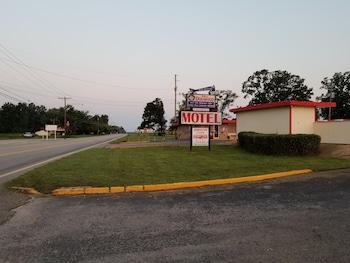 Dogwood Motel in Mountain View, Arkansas